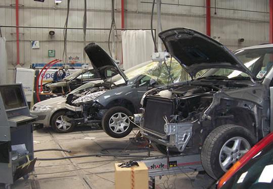 Car Servicing Centres Find A Garage Regit Regit - Cool cars service centre