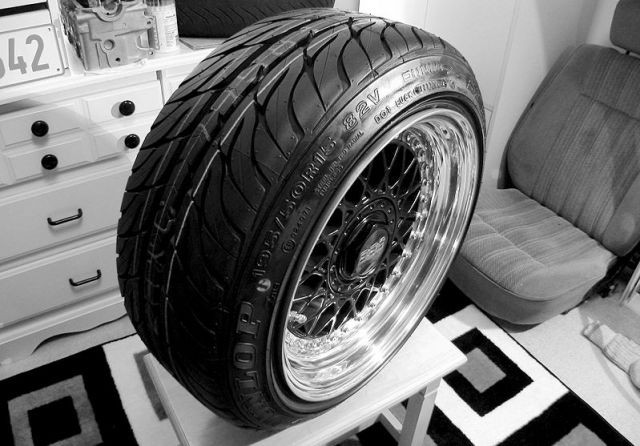 Stretched Tyres: MOT Guidelines & Safety