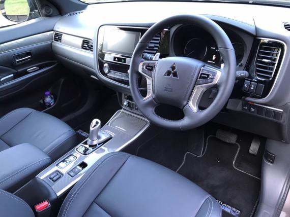 Mitsubishi Outlander PHEV 2020 Review