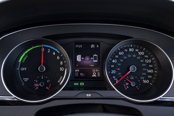 Volkswagen Passat Review