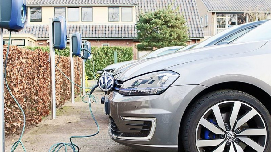 UK Electric Car Drivers Face Higher Fees to Charge at Peak Times