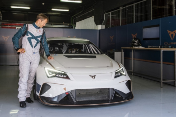 The World's First Ever Fully Electric Touring Car Hits the Tracks Image 0
