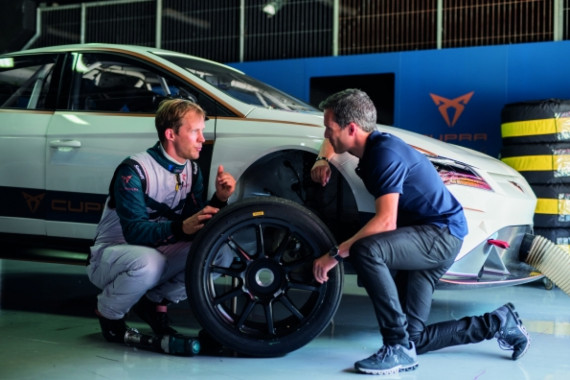 The World's First Ever Fully Electric Touring Car Hits the Tracks Image 1