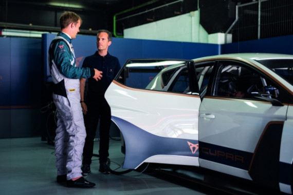 The World's First Ever Fully Electric Touring Car Hits the Tracks Image 2