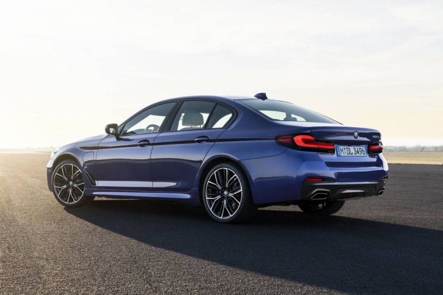 BMW Launch Their Facelifted 5-Series Saloon and Touring Via Livestream