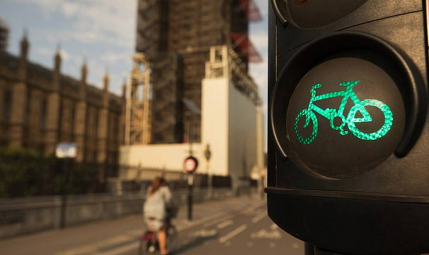 New Traffic Light System Favours Cyclists & Penalises Drivers