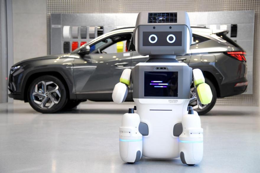 Robot replaces staff In Hyundai showroom