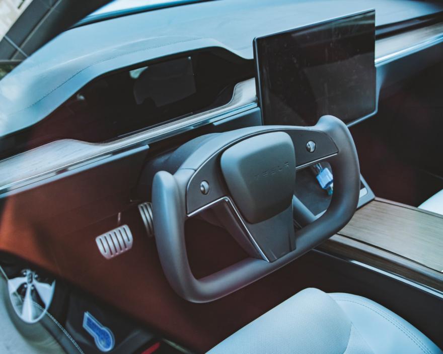No Yoke! Tesla's new steering wheel spotted...