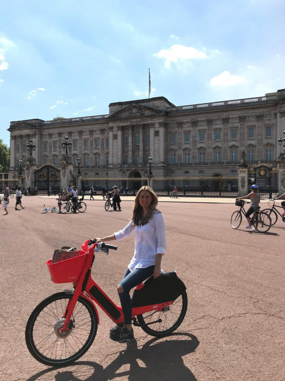 Opinion: Should city centre roads close for cars but not cyclists? Image