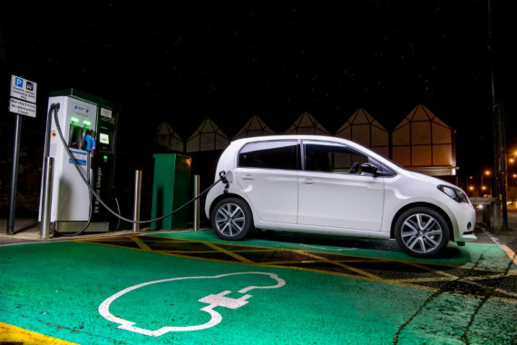 How much does it cost to install an electric car charging point? Image