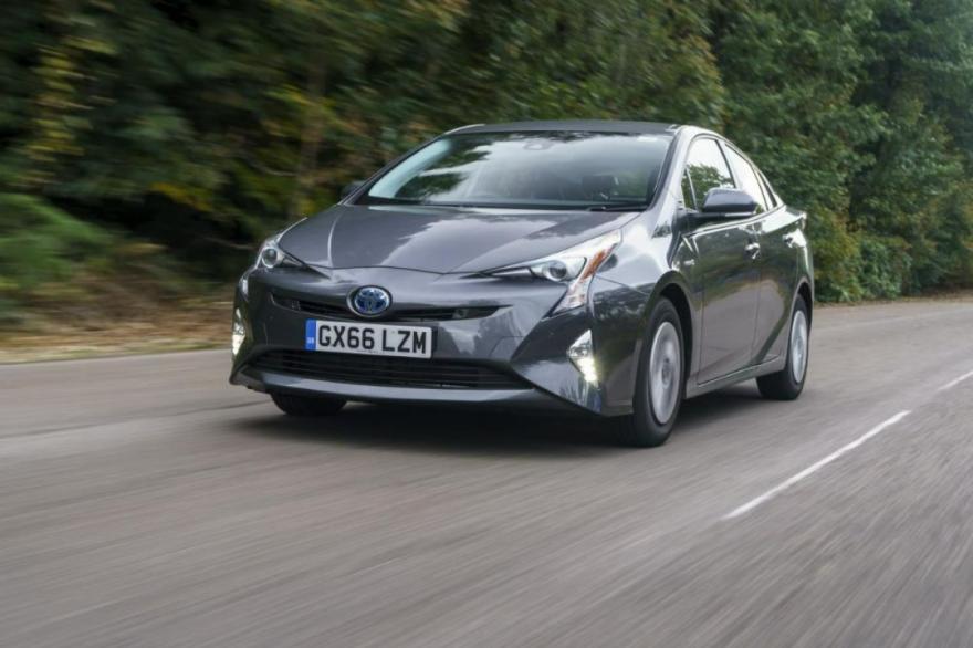 How long does a hybrid car battery last?