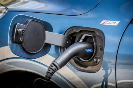 Can you tow a caravan with a hybrid car?