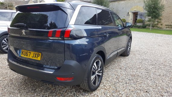 Peugeot 5008 SUV 2017 Review